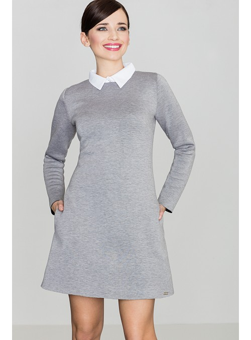 Pilka suknelė dekoruota balta apykakle