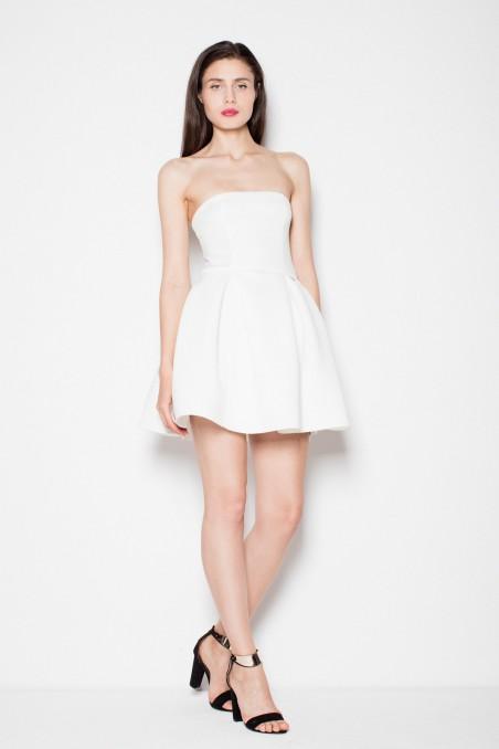 Balta suknelė be petnešėlių