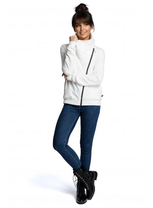 Baltas megztinis su asimetrišku užtrauktuku